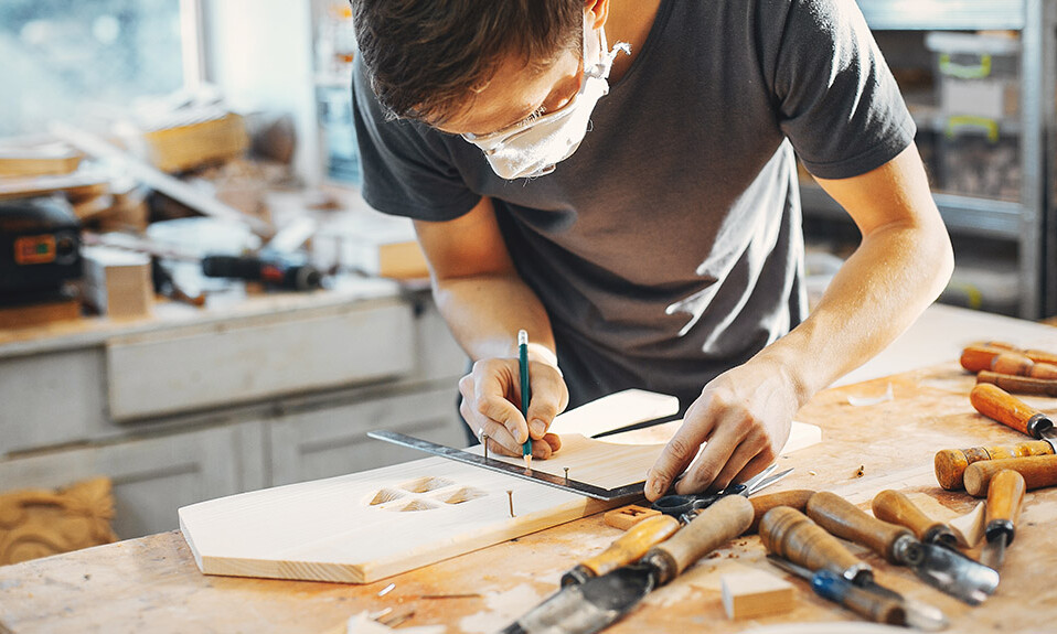 Vyrezávanie z dreva - návod ako vyrezávať.